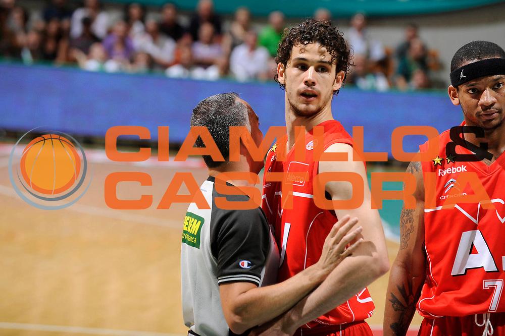 DESCRIZIONE : Siena Lega A 2008-09 Playoff Finale Gara 2 Montepaschi Siena Armani Jeans Milano<br /> GIOCATORE : Arbitro Luca Vitali<br /> SQUADRA : Armani Jeans Milano<br /> EVENTO : Campionato Lega A 2008-2009 <br /> GARA : Montepaschi Siena Armani Jeans Milano<br /> DATA : 12/06/2009<br /> CATEGORIA : curiosita<br /> SPORT : Pallacanestro <br /> AUTORE : Agenzia Ciamillo-Castoria/G.Ciamillo