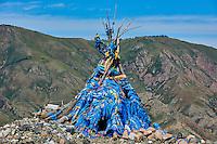 Mongolie, province de Uvs, région de l'ouest, ovoo chamanique en haut d'un col // Mongolia, Uvs province, western Mongolia, shamanic ovoo on the top of a mountain