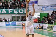 DESCRIZIONE : Siena Lega A 2013-14 Montepaschi Siena Umana Venezia<br /> GIOCATORE : tomas ress<br /> CATEGORIA : tiro tre punti <br /> SQUADRA : Montepaschi Siena<br /> EVENTO : Campionato Lega A 2013-2014<br /> GARA : Montepaschi Siena Umana Venezia<br /> DATA : 11/11/2013<br /> SPORT : Pallacanestro <br /> AUTORE : Agenzia Ciamillo-Castoria/GiulioCiamillo<br /> Galleria : Lega Basket A 2013-2014  <br /> Fotonotizia : Siena Lega A 2013-14 Montepaschi Siena Umana Venezia<br /> Predefinita :