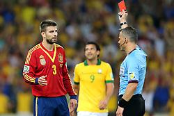 Gerard Piqué é expulso na partida entre Brasil e Espanha, válida pela final da Confederações 2013, no estádio Maracanã, no Rio de Janeiro. FOTO: Jefferson Bernardes/Preview.com