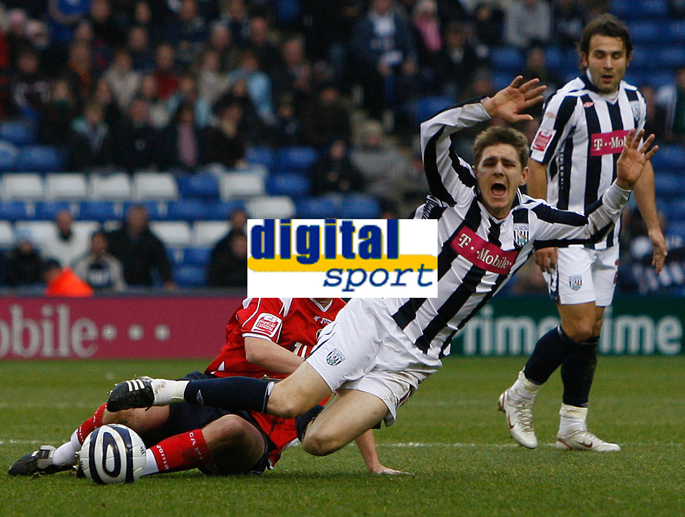 Photo: Steve Bond/Sportsbeat Images.<br />West Bromwich Albion v Charlton Athletic. Coca Cola Championship. 15/12/2007. Zoltan Gera (R) is brought down by Matthew Holland (L)