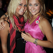 NLD/Amsterdam/20080909 - 18de Verjaardag Melody Klaver, Melody met Monique Smit