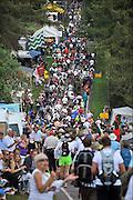Nederland, Groesbeek, 21-7-2011Deelnemers aan de 4daagse, vierdaagse,  lopen op de derde dag, de dag van Groesbeek, o.a over de zevenheuvelenweg. Het is de zwaarste dag vanwege de heuvels. Ook brengen veel militairen, en zeker die uit Canada, een bezoek aan de Canadese militaire begraafplaats waar honderden gesneuvelde soldaten liggen die hier in 1944 gevochten hebben.The International Four Day Marches Nijmegen, or Vierdaagse, is the largest marching event in the world. It is organized every year in Nijmegen mid-July as a means of promoting sport and exercise. Participants walk 30, 40 or 50 kilometers daily, and on completion, receive a royally approved medal , Vierdaagsekruis. The participants are mostly civilians, but there are also a few thousand military participants. Foto: Flip Franssen/Hollandse Hoogte