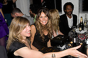 ELLE MACPHERSON, Gap/ Red launch Dinner hosted by  Katie Grand at Bistrotheque. Bethnal Green. London. 29 November 2007.  -DO NOT ARCHIVE-© Copyright Photograph by Dafydd Jones. 248 Clapham Rd. London SW9 0PZ. Tel 0207 820 0771. www.dafjones.com.