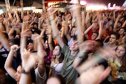 Agitação do público no show do Emicida no palco Pretinho Convida no Planeta Atlântida 2013/SC, que acontece nos dias 11 e 12 de janeiro no Sapiens Parque, em Florianópolis. FOTO: Marcos Nagelstein/Preview.com