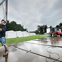 Nederland, Zaandam , 20 september 2013.<br /> Opbouw feestterrein voor na de finish van de Dam tot Dam loop in het Burgemeester in het Veldpark.<br /> Foto:Jean-Pierre Jans