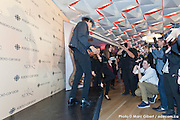 """Portrait de Jean Leloup quittant le stage après une performance de danse devant les photographes lors des Prix de l'ADISQ 2015 : Interprète masculin de l'année ainsi que Auteur ou compositeur de l'année et Chanson de l'année – choix du public pour """" Paradis City """". En direct des remises de prix de l'ADISQ avec Francophonie Express à la Place des Arts / Montreal / Canada / 2015-11-08, Photo © Marc Gibert / adecom.ca"""