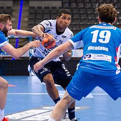Mi: Mads Mensah Larsen (SG Flensburg-Handewitt #22) ; Samuel Roethlisberger (TVB Stuttgart #17) ; Fynn-Luca Nicolaus (TVB Stuttgart #19) ; LIQUI MOLY HBL / 1. Handball-Bundesliga: TVB Stuttgart - SG Flensburg-Handewitt am 09.06.2021 in Stuttgart (PORSCHE Arena), Baden-Wuerttemberg, Deutschland<br /> <br /> Foto © PIX-Sportfotos *** Foto ist honorarpflichtig! *** Auf Anfrage in hoeherer Qualitaet/Aufloesung. Belegexemplar erbeten. Veroeffentlichung ausschliesslich fuer journalistisch-publizistische Zwecke. For editorial use only.