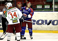 Ishockey<br /> GET-Ligaen<br /> 03.01.08<br /> Jordal Amfi<br /> Vålerenga VIF - Frisk Asker Tigers<br /> Johnny Bruun (t.h.) jubler for scoring mot gamle lagkamerater med Øystein Olsen - Cam Abbott i forgrunnen<br /> Foto - Kasper Wikestad