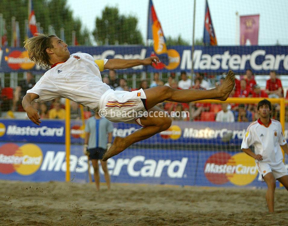 LISBOA<br /> FUTBOL PLAYA EURO BS CUP<br /> 2004/06/29<br /> FOTO MANUEL QUEIMADELOS