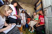 Koningin Maxima tijdens haar bezoek aan Ethiopië als speciaal VN gezant voor Inclusieve Financiering, waar ze voor HelloCash o.a.een koffiewinkel bezoekt.<br /> <br /> Queen Maxima during her visit to Ethiopia as a special UN envoy for Inclusive Financing, she visits a coffee shop for, among other things for the HelloCash organisation