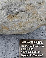 ....Vulkansk aske, dannet ved vulkansk eksplosjon. ..1150 millioner år, Sauland/Tinnoset....---....Volcanic ash, formed by volcanic explosion...1150 million years old, Sauland/Tinnoset