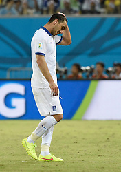 20.06.2014, Estadio das Dunas, Natal, BRA, FIFA WM, Japan vs Griechenland, Gruppe C, im Bild Greece's Kostas Katsouranis leaves the pitch after receiving a red card from referee Joel Aguilar (not pictured) // during Group C match between Greece and Japan of the FIFA Worldcup Brasil 2014 at the Estadio das Dunas in Natal, Brazil on 2014/06/20. EXPA Pictures © 2014, PhotoCredit: EXPA/ Photoshot/ LUI SIU WAI<br /> <br /> *****ATTENTION - for AUT, SLO, CRO, SRB, BIH, MAZ only*****