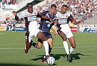 Fotball<br /> Frankrike 2004/05<br /> Bordeaux v Rennes<br /> 18. september 2004<br /> Foto: Digitalsport<br /> NORWAY ONLY<br /> JACQUES FATY (REN) / MAROUANE CHAMAKH (BOR) / ABDESLAM OUADDOU (REN)