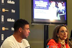 A vice-diretora mundial do PNUD - Programa das Nações Unidas para o Desenvolvimento, Rebeca Grynspan, com o jogadore Ronaldo Nazario durante entrevistra coletiva antes do Jogo Contra a Pobreza, que aconteceu no Hotel Sheraton porto Alegre. FOTO: Marcos Nagelstein/Preview.com/PNUD