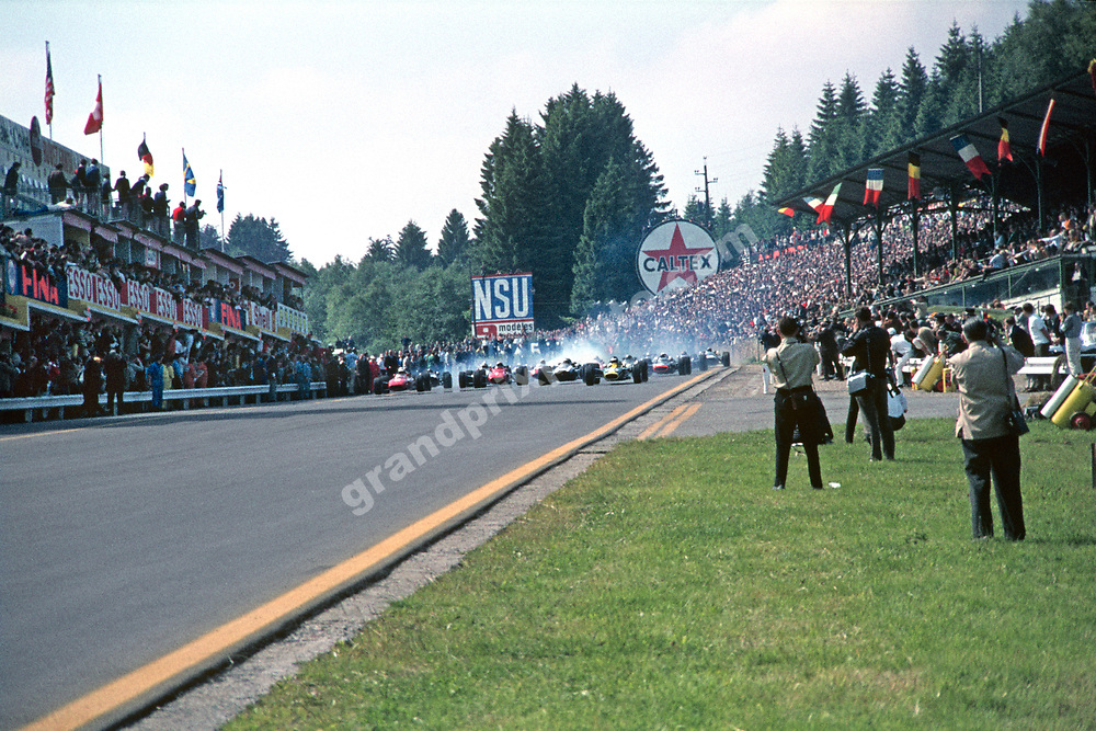 Jim Clark (Lotus-Ford) takes the lead at the start of the 1967 Belgian Grand Prix in Spa-Francorchamps. Photo: Grand Prix Photo