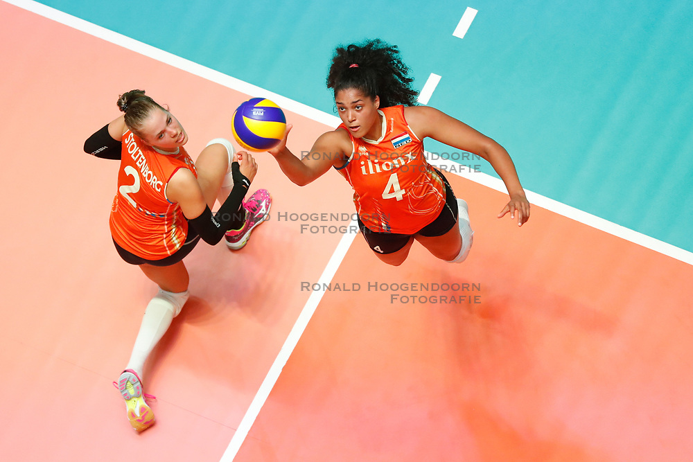 20180529 NED: Volleyball Nations League Netherlands - Poland, Apeldoorn<br />Femke Stoltenborg (2) of The Netherlands, Celeste Plak (4) of The Netherlands <br />©2018-FotoHoogendoorn.nl