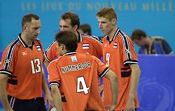21-09-2000 AUS: Olympic Games Volleybal Nederland - Brazilie, Sydney<br /> Nederland verliest met 3-0 van Brazilie / Bas van de Goor, Peter Blange, Martin van de Horst