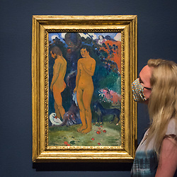 """© Licensed to London News Pictures. 04/08/2020. LONDON, UK. A staff member poses with """"Adam and Eve"""", 1902, by Paul Gauguin. Preview of """"Gauguin and the Impressionists : Masterpieces from the Ordrupgaard Collection"""" at the Royal Academy of Arts in Piccadilly.  60 works from a collection of Impressionist paintings, assembled by wealthy Danish couple Wilhelm and Henny Hansen, are on show 7 August to 18 October 2020, and includes masterpieces by Gauguin, Degas, Monet, Morisot, Pissarro, Renoir and Sisley.  Photo credit: Stephen Chung/LNP"""