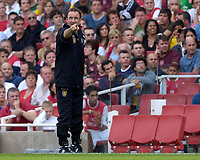Photo: Daniel Hambury.<br />Arsenal v Aston Villa. The Barclays Premiership. <br />19/08/2006.<br />Villa's manager Martin O'Neill makes a point.