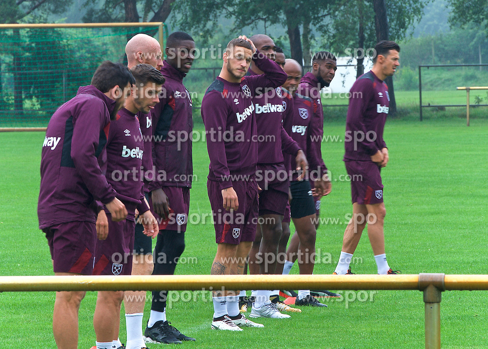 25.07.2017, Trainingsplatz TuS Bothel, Bothel, GER, Trainingslager, West Ham United, im Bild Marco Arnautovic, Mitte, kratzt sich am Kopf // during a trainingsession at the trainingscamp of the English Premier League Football Club West Ham United at the Trainingsplatz TuS Bothel in Bothel, Germany on 2017/07/25. EXPA Pictures © 2017, PhotoCredit: EXPA/ Andreas Gumz<br /> <br /> *****ATTENTION - OUT of GER*****