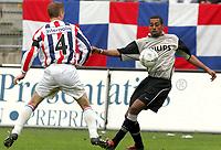 Fotball<br /> Nederland 2004/05<br /> Willem 2 v PSV<br /> 17. april 2005<br /> Foto: Digitalsport<br /> NORWAY ONLY<br /> aktie van robert voor psv. naast hem frank van der struijk voor willem 2
