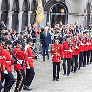 NLD/Den Haag/20170919 - Prinsjesdag 2017, parade van militairen in rood uniform