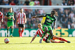 Swansea City's Eder is tackled by Southampton's Oriol Romeu - Mandatory by-line: Jason Brown/JMP - 07966 386802 - 26/09/2015 - FOOTBALL - Southampton, St Mary's Stadium - Southampton v Swansea City - Barclays Premier League