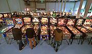 Nederland, Veenendaal, 27-11-2015 Flippervereniging in een loods. Leden kunnen spelen op zestig werkende flipperkasten. FOTO: FLIP FRANSSEN/ HH