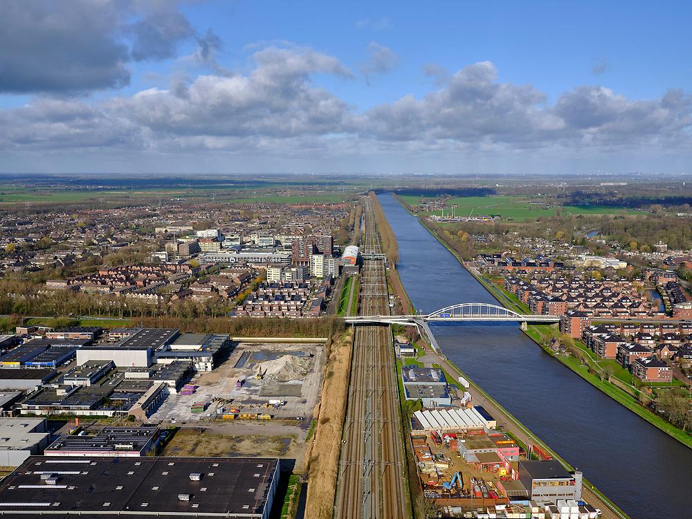 Nederland, Utrecht, Maarssen-Broek, 25-02-2020; Maarssen-Broek met bedrijventerrein Nijverheidsweg. Brug Burgemeester Waverijnweg over Amsterdam-Rijnkanaal, spoorlijn Utrecht-Amsterdam.<br /> Village of Maarssen and industrial estate.<br /> <br /> luchtfoto (toeslag op standard tarieven);<br /> aerial photo (additional fee required)<br /> copyright © 2020 foto/photo Siebe Swart