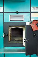 Nederland, Goor, 11 sep 2006.BioEnergie Twente. Oven van electriciteitscentrale die geheel op bio-massa wordt gestookt. Op dit moment wegens onderhoud niet in gebruik, vandaar dat de deur open kan. Officieel geopend eind augustus 2006, levert energie voor 4300 huishoudens. Biomassa is bijvoorbeeld hout afkomstig van sloop, dat hier veel wordt gestookt..Kleinschalige energieopwekking..Foto: (c) Michiel Wijnbergh