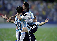 Fotball<br /> Copa America 2007<br /> 28.06.2007<br /> Argentina v USA<br /> Foto: imago/Digitalsport<br /> NORWAY ONLY<br /> <br /> Hernan Crespo (li.) und Lionel Messi (beide Argentinien) - Torjubel
