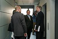28 MAR 2003, BERLIN/GERMANY:<br /> Gerhard Schroeder (M), SPD, Bundeskanzler, vor einem Fahrstuhl, nach einem I nterview mit dem Fernsehsender Phoenix, Links: Manfred Erdenberger, Phoenix, ARD Hauptstadtstudio<br /> IMAGE: 20030328-01-020<br /> KEYWORDS: Gerhard Schröder, Phönix