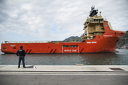 May 9, 2017 - Salerno, Campania, Italy - In Salerno, 990 people landed from the Norwegian Ship ''Siem Pilot'' rescued from the Mediterranean..Onboard also the corpse of a 3 year old child, who died during the crossing. (Credit Image: © Ivan Romano/Pacific Press via ZUMA Wire)