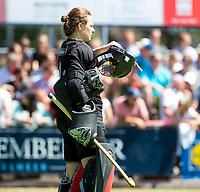 HUIZEN - keeper Saskia van Duivenboden (Nijm.) bij de eerste play off wedstrijd voor promotie naar de hoofdklasse , Huizen-Nijmegen (3-2) COPYRIGHT KOEN SUYK
