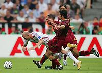 v.l. Zinedine Zidane Frankreich, Costinha, Luis Figo<br /> Fussball WM 2006 Halbfinale Portugal - Frankreich<br /> Portugal - Frankrike<br />  Norway only