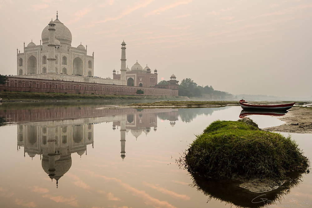 Reflection of the Taj Mahal in the water of the Yamuna River at sunset, Taj Mahal, Agra, India