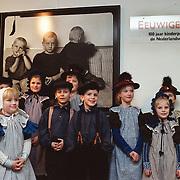Opening expositie Eeuwige Jeugd Huizen Museum, kinder foto portretten