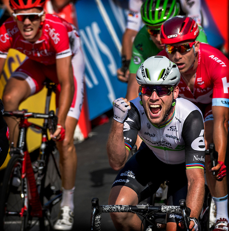 Frankrijk, Montauban, 07-07-2016<br /> Wielrennen, Tour de France, 6e etappe.<br /> Van Arjapon-Sur-Cere naar Montauban.<br /> Mark Cavendish wint weer een etappe in de sprint.<br /> Foto: Klaas Jan van der Weij