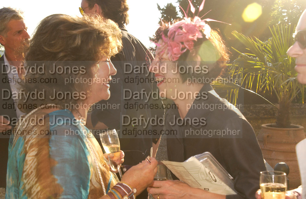 Lady Ashcombe and Isabella Blow.  Mollie Dent-Brocklehurst and Vanity Fair host  the opening of 'Vertigo'  a mixed art exhibition at Sudeley Castle. Winchombe, Gloucestershire. 18 June 2005. ONE TIME USE ONLY - DO NOT ARCHIVE  © Copyright Photograph by Dafydd Jones 66 Stockwell Park Rd. London SW9 0DA Tel 020 7733 0108 www.dafjones.com