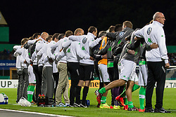17.08.2014, Merck-Stadion am Boellenfalltor, Darmstadt, GER, DFB Pokal, SV Darmstadt 98 vs VFL Wolfsburg, 1. Runde, im Bild Wolfsburger Ersatzbank Arm in Arm beim Elfmeterschiessen // during the 1st round match of German DFB Pokal between SV Darmstadt 98 and VFL Wolfsburg at the Merck-Stadion am Boellenfalltor in Darmstadt, Germany on 2014/08/17. EXPA Pictures © 2014, PhotoCredit: EXPA/ Eibner-Pressefoto/ Bermel<br /> <br /> *****ATTENTION - OUT of GER*****