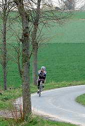 03-04-2006 WIELRENNEN: COURSE DOTTIGNIES: BELGIE<br /> De achterroede deed rustig aan / wielren item<br /> ©2006-WWW.FOTOHOOGENDOORN.NL