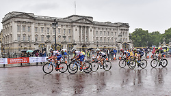 July 29, 2017 - London, UK - London, UK. Elite women riders ride by Buckingham Palace during the Prudential RideLondon Classique riding 12 laps round a 5.5km circuit in central London.  Ranked as one of the top women's UCI WorldTour events, prize money for the race is the highest ever for a women's one day race and features 18 of the top 20 teams from the Women's World Tour. (Credit Image: © Stephen Chung/London News Pictures via ZUMA Wire)