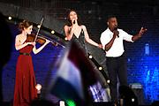 Bevrijdingsconcert - 5 mei-concert op de Amstel, Amsterdam. // Liberation Concert - 5 May concert on the Amstel<br /> <br /> Op de foto:  Maan,, CB Milton en Noa Wildschut