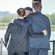NLD/Soesterberg/20180424 - Koning opent tentoonstelling 'Willem',  Koning Willem Alexander neemt afscheid van zijn neef prins Jaime de Bourbon de Parme
