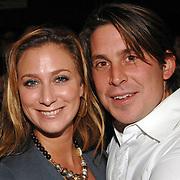 NLD/Amsterdam/20061108 - Uitreiking ' Cosmo-vrouw van het jaar 2006 ', Fabienne de Vries en partner Lodewijk Hoekstra