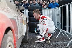 17.01.2014, Reifen Service, Sisteron, FRA, FIA, WRC, Monte Carlo, 2. Tag, im Bild OSTBERG Mads ( CITROEN TOTAL ABU DHABI WRT (FRA) / CITROEN DS3 ) wechselt die Reifen an seinem Fahrzeug during day two of FIA Rallye Monte Carlo held near Monte Carlo, France on 2014/01/17. EXPA Pictures © 2014, PhotoCredit: EXPA/ Eibner-Pressefoto/ Neis<br /> <br /> *****ATTENTION - OUT of GER*****