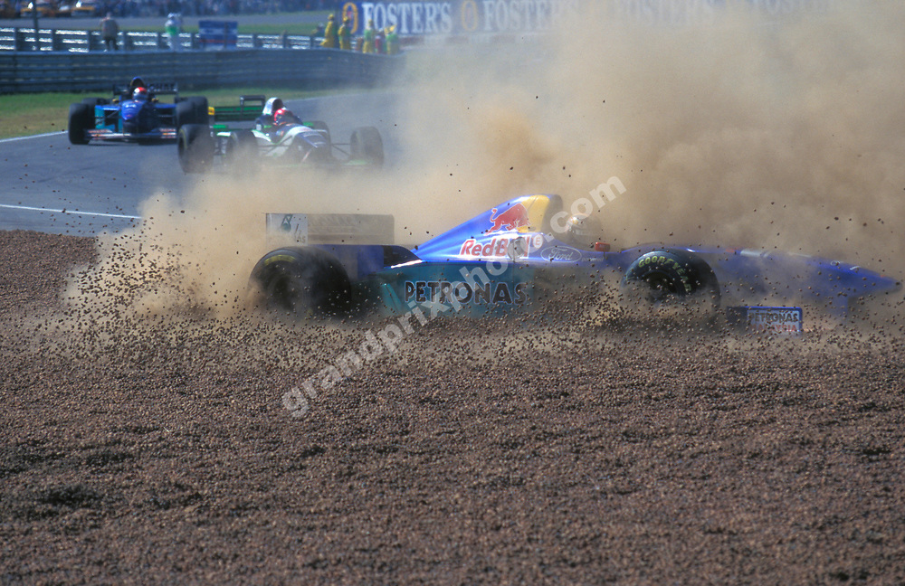 Heinz-Harald Frentzen (Sauber-Ford) spins into the gravel trap in the 1996 Argentina Grand Prix in Buenos Aires. Photo: Grand Prix Photo