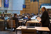 DEU, Deutschland, Germany, Berlin, 26.03.2020: Plenarsitzung im Abgeordnetenhaus von Berlin. Um Ansteckungen mit dem Coronavirus zu vermeiden, sitzen die Politiker mit Abstand zueinander. Thema waren die Berliner Maßnahmen gegen die Ausbreitung der Pandemie Coronavirus (Covid-19).