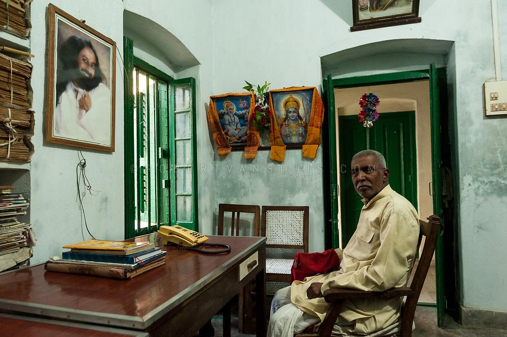 Portrait of Bhairav Nath Shukla, director of the Kashi Labh Mukti Bhawan hospice, Varanasi, India. Photo ©robertvansluis.com